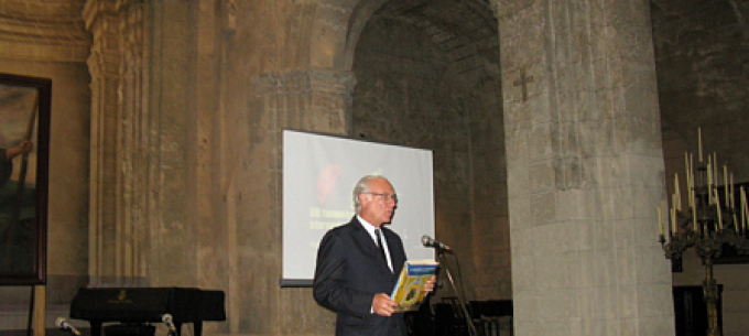 Dr. Michael Connors presenting his book; <em>Caribbean Houses</em> in Havana, Cuba at the Iglesia de San Francisco de Asis, an early 18th century church and convent.